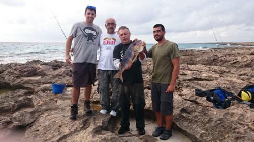 El Mallorca Team con cara de felicidad por el pez y por lo que representa